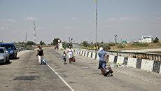 Люди, пересекающие границу России и Украины в пункте пропуска Чонгар (Джанкой с российской стороны)