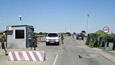 Автомобиль в пункте пропуска Джанкой на границе России и Украины