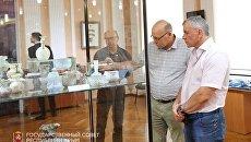 Председатель Госсовета РК Владимир Константинов посетил выставку Достояние Республики. ФСБ против черной археологии в Центральном музее Тавриды