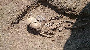 Найденное при раскопках некрополя Кыз-Аул под Керчью захоронение полуторагодовалого ребенка с деформированным черепом