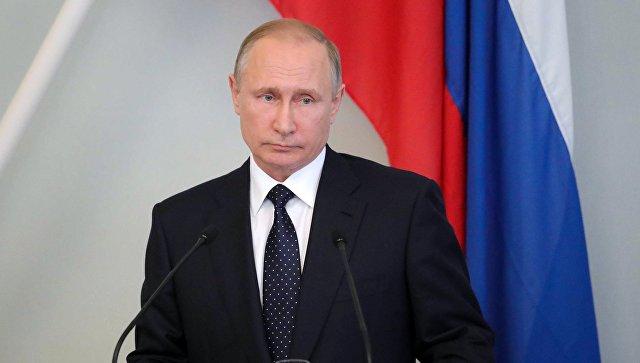 Президент РФ Владимир Путин во время пресс-конференции с президентом Финляндии Саули Ниинисте в городе Савонлинна. 27 июля 2017
