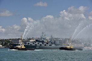 Вальс буксиров на параде кораблей и военно-спортивном празднике в честь дня ВМФ России в Севастополе