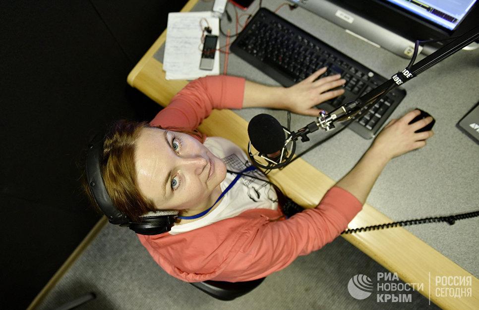 Ведущая новостей на радио Спутник в Крыму Илона Тунанина