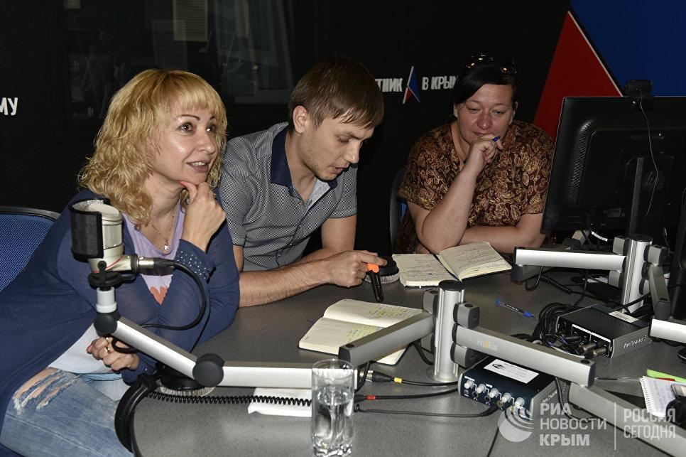 Сотрудники радио Спутник в Крыму за работой