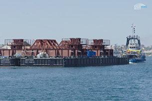 В Керчь прибыла плавучая опора для перевозки арок моста через Керченский пролив