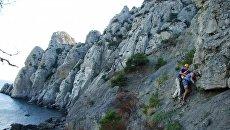 Крымские спасатели сняли с горы в районе пгт Новый Свет семейную пару