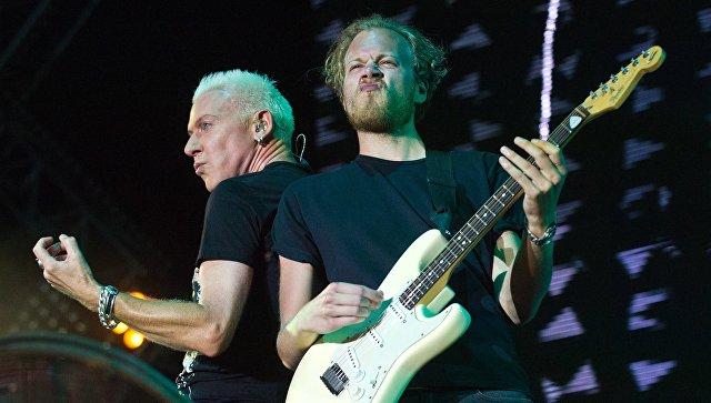 Участники немецкой группы Scooter Эйч Пи Бакстер (слева) и Фил Шпайзер выступают на музыкальном фестивале #ZBFest в Балаклаве