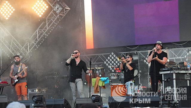 Выступление группы Градусы на концерте в рамках музыкального фестиваля ZBFest в Балаклаве (Севастополь)