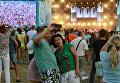 Люди фотографируются на музыкальном фестивале ZBFest в Балаклаве (Севастополь)