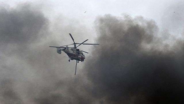 Пожарный вертолет Ка-32 МЧС РФ тушит возгорание