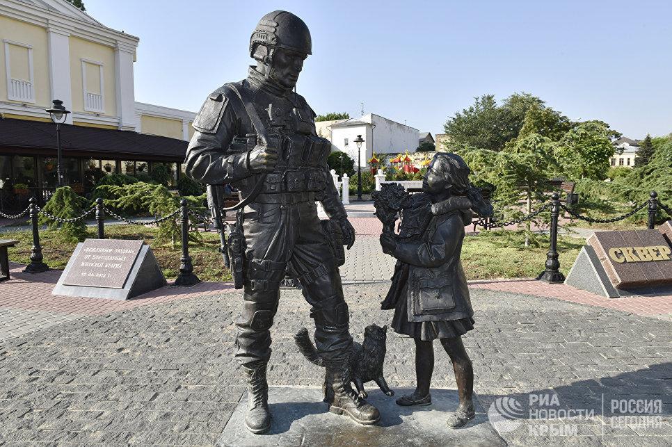 """Памятник """"Вежливым людям"""" в Симферополе"""