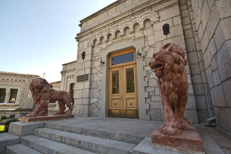 Львы в Юсуповском дворце в Кореизе