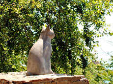 Статуя кошки в Гурзуфе