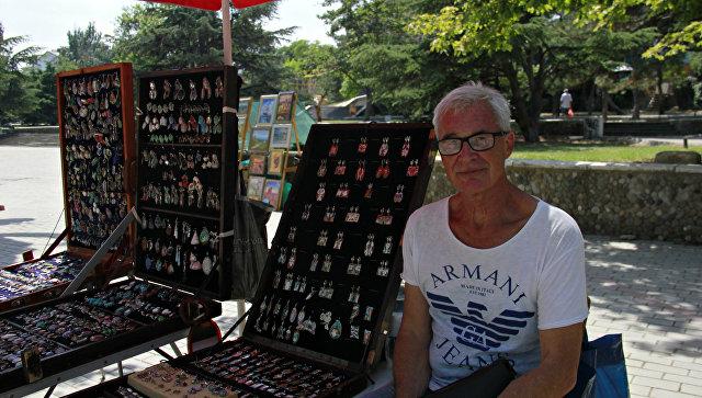 Валерий Анисимов – известный в городе художник-ювелир