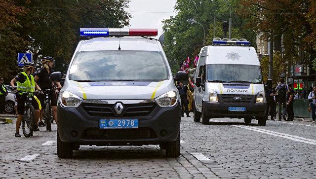 Автомобили полиции на улице Киева