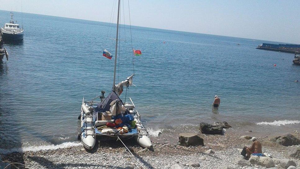 В Крыму спасли небольшую яхту, утверждается, что порт приписки - Брест, Беларусь
