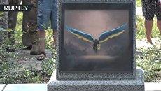 В Киеве открыли памятник бойцам АТО в виде вонзенного в карту России меча