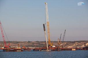 Погружение свай на автодорожной части моста через Керченский пролив