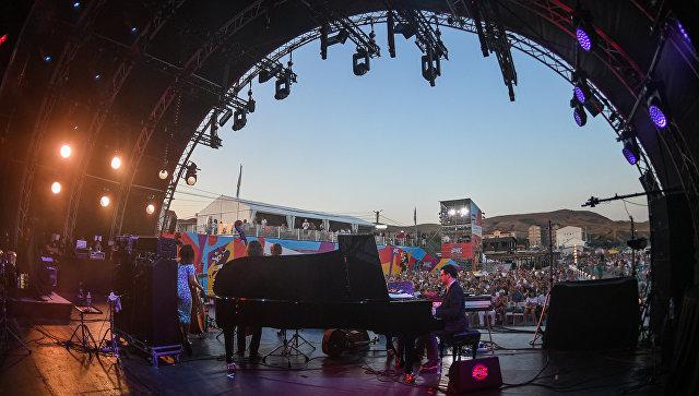 Участники коллектива Double Bass Project во время выступления на фестивале Koktebel Jazz Party 2017.