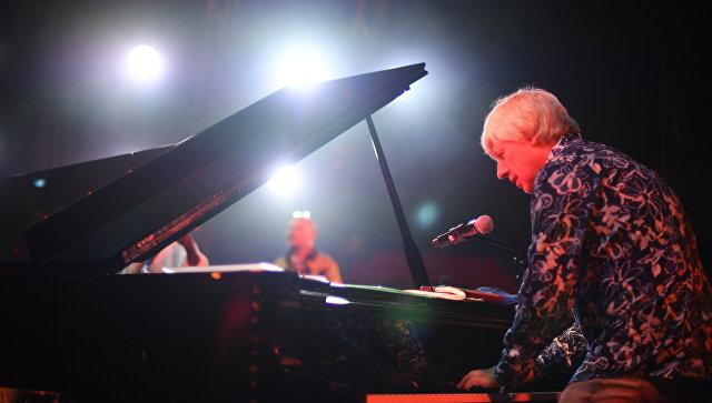 Музыкант Андрей Кондаков во время выступления на фестивале Koktebel Jazz Party 2017.