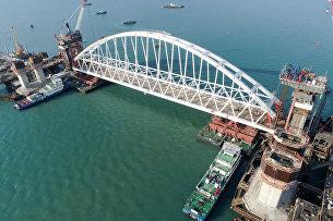 Железнодорожная арка Крымского моста доставлена на фарватер