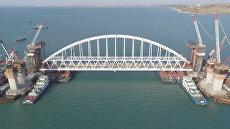Железнодорожную арку Крымского моста доставили на фарватер