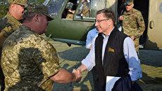 Спецпредставитель США по Украине Курт Волкер на Донбассе. Архивное фото