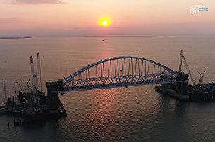 Завершена морская операция по установке железнодорожной арки Крымского моста