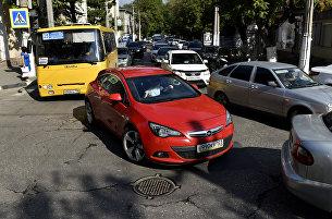 Автомобильная пробка по улице Карла Маркса в Симферополе. Архивное фото