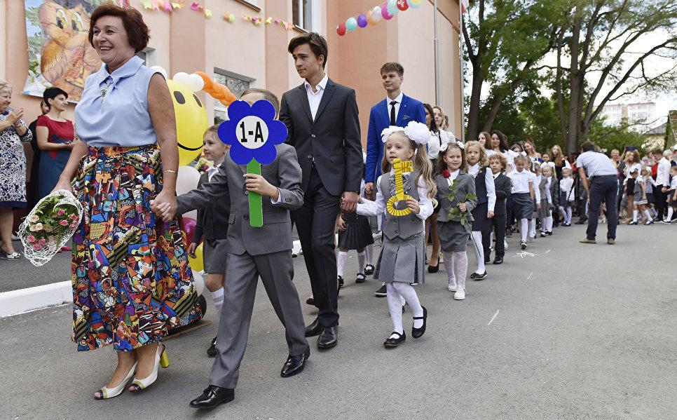 Праздничная линейка 1 сентября в гимназии №9 в Симферополе