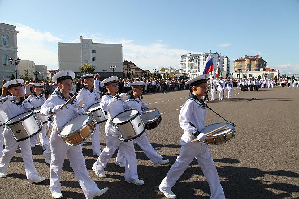 Праздничная линейка в Севастопольском президентском кадетском училище