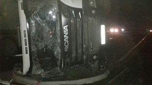 Опрокинувшийся под Феодосией грузовой автомобиль Scania