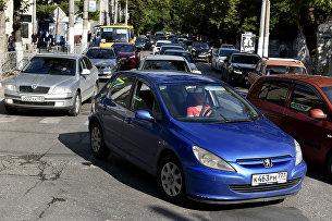 Пробка по улице Карла Маркса в Симферополе