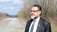 Представитель самопровозглашенной ЛНР на минских переговорах Владислав Дейнего на линии соприкосновения в ЛНР. Архивное фото