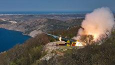 Пуск крылатой ракеты по морской мишени из берегового ракетного комплекса (БРК) Утес в ходе тактических учений ЧФ РФ в Крыму