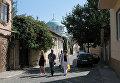 Отдыхающие в старом городе Евпатории