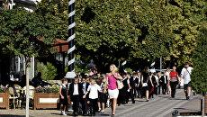 Школьники на прогулке в Симферополе