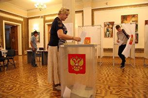 Жители Севастополя голосуют на выборах губернатора. 10 сентября 2017 года