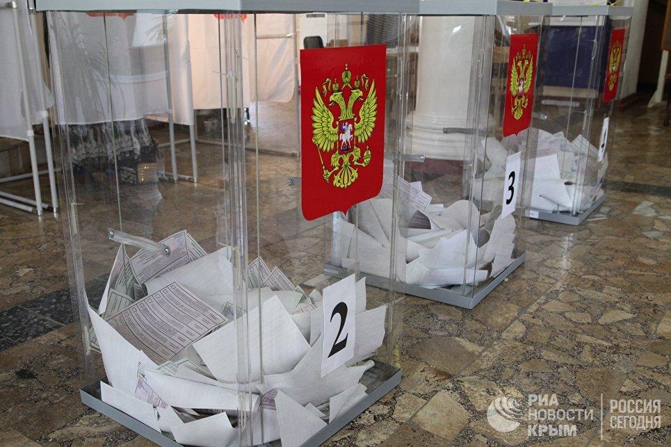 Урны на избирательном участке в Севастополе. 10 сентября 2017 года