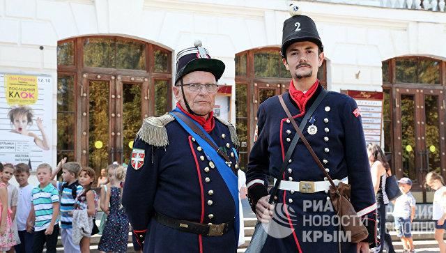 Реконструкторы из Савойи. На фото: Жозеф Рюфьер (слева) - капрал бригады Савойского герцогства, Мишель Виберт (справа) - капитан бригады