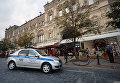 Полицейская автомашина у ГУМа в Москве после сообщения о минировании. 13 сентября 2017