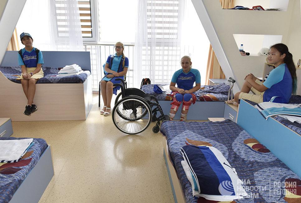 """Комната, в которой живут дети с ограниченными физическими возможностями на смене в МДЦ """"Артек"""""""