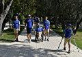 Дети прогуливаются по аллеям МДЦ Артек