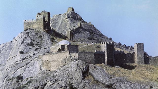 Генуэзская крепость в Судаке. Вид с восточной стороны