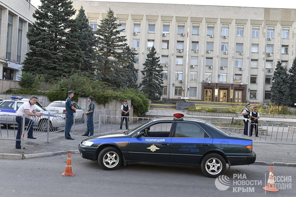 ИзГорсовета Симферополя эвакуировали людей из-за сообщения оминировании
