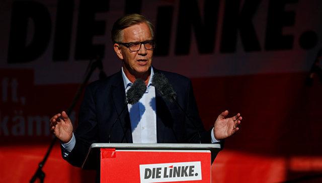 Кандидат в канцлеры ФРГ от партии Левые Дитмар Барч во время предвыборной кампании в Берлине. 22 сентября 2017