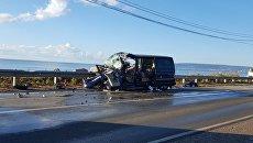Лобовое столкновение микроавтобуса и тягача под Феодосией