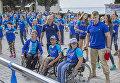 Дети с ограниченными физическими возможностями с волонтерами на зарядке в МДЦ Артек