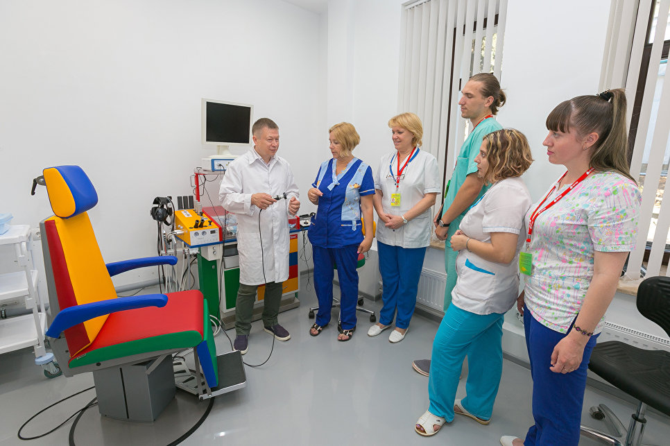 """Короткое совещание специалистов-медиков в МДЦ """"Артек"""""""