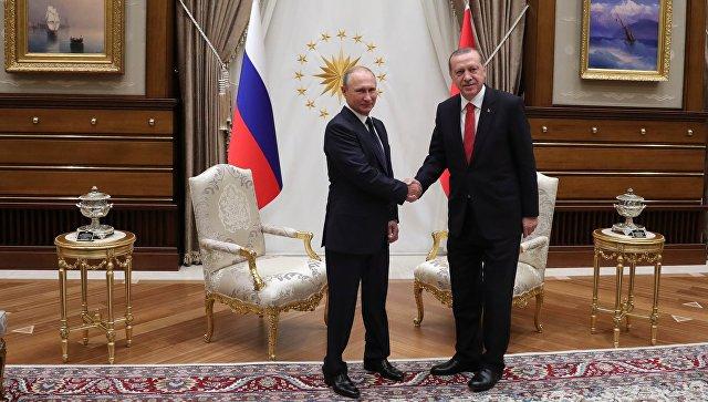 Президент РФ Владимир Путин и президент Турции Реджеп Тайип Эрдоган (справа) во время встречи во дворце президента Турецкой Республики в Анкаре. 28 сентября 2017